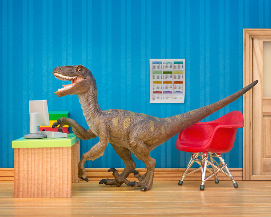 i-teach-my-daughter-photography-by-creating-domestic-dinosaur-scenes-4__880