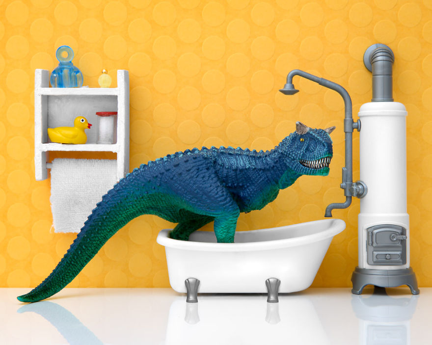 i-teach-my-daughter-photography-by-creating-domestic-dinosaur-scenes-5__880