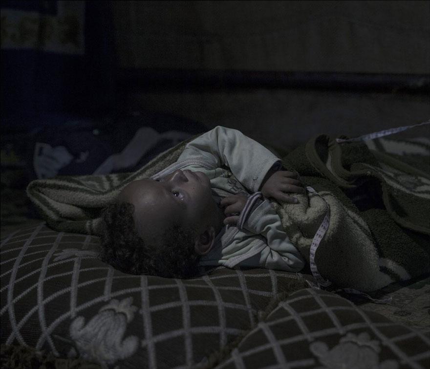 where-children-sleep-syrian-refugee-crisis-photography-magnus-wennman-21 (1)