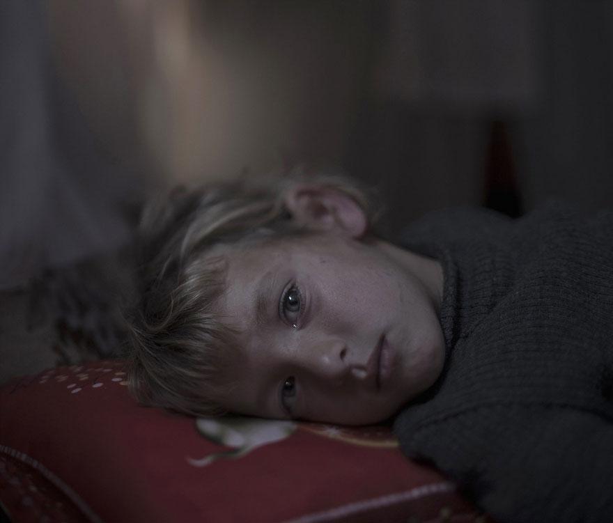where-children-sleep-syrian-refugee-crisis-photography-magnus-wennman-3 (1)