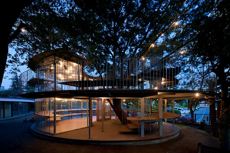 kindergarten-around-tree-zelkova-fuji-tezuka-architects-17
