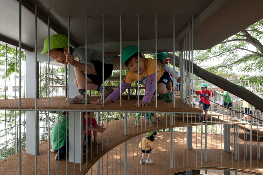 kindergarten-around-tree-zelkova-fuji-tezuka-architects-20