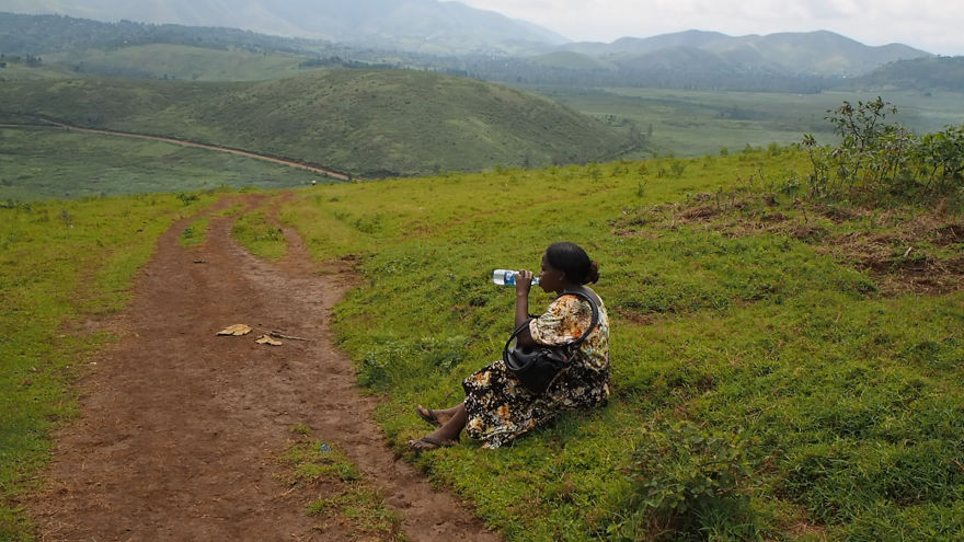pregnant-woman-from-congo-walks-27-km-in-5-hours-just-to-get-to-her-nearest-clinic-2__880