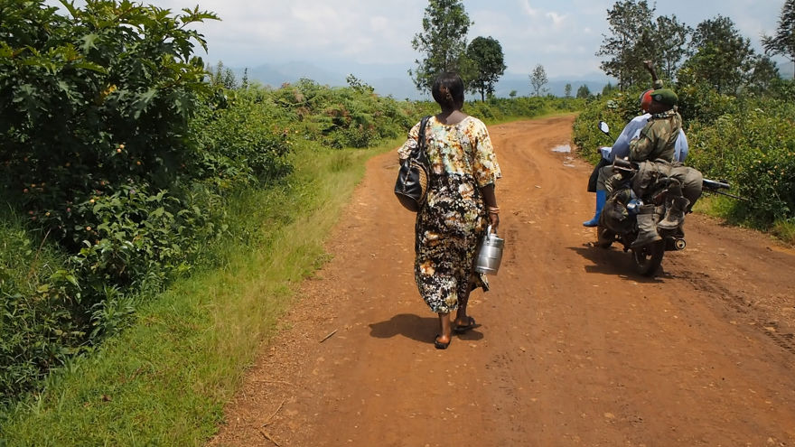 pregnant-woman-from-congo-walks-27-km-in-5-hours-just-to-get-to-her-nearest-clinic-3__880