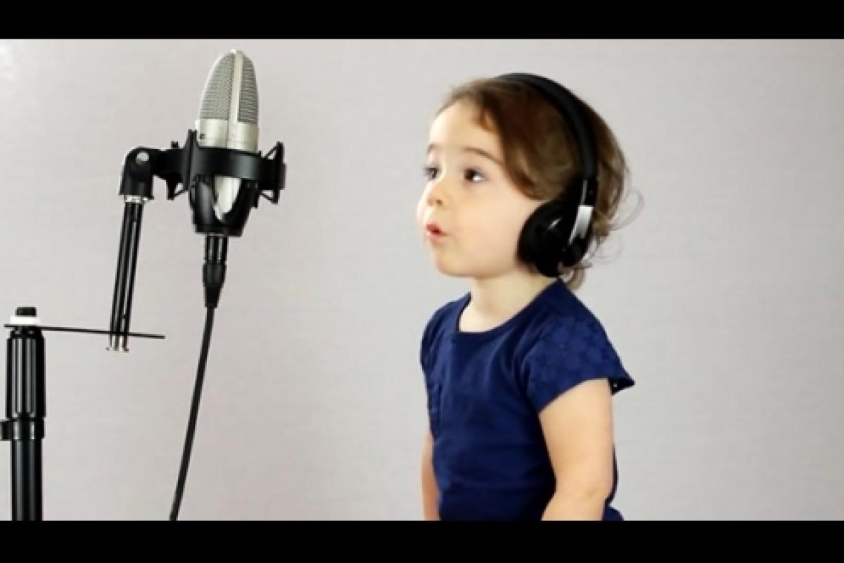 Μπαμπάς και κόρη τραγουδούν Shut Up and Dance
