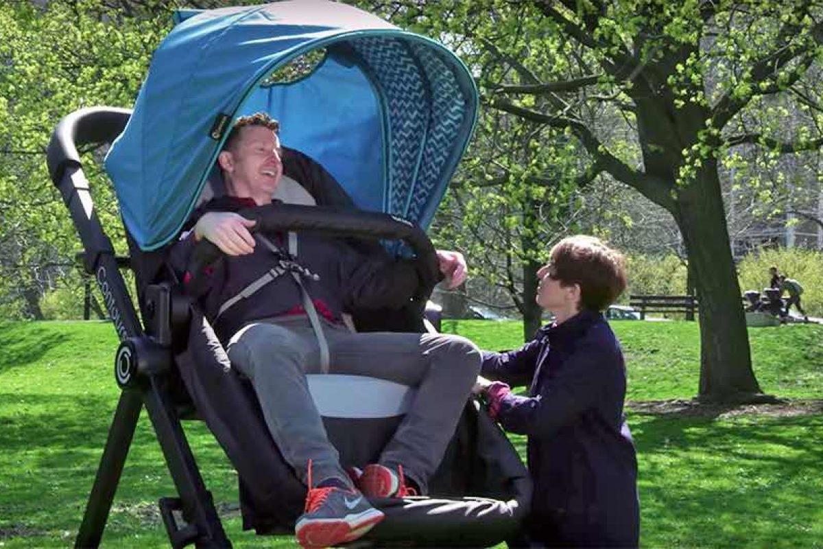 Ένα καρότσι ενηλίκων επιτρέπει σε γονείς να κάνουν οι ίδιοι… test drive πριν τα μωρά τους!