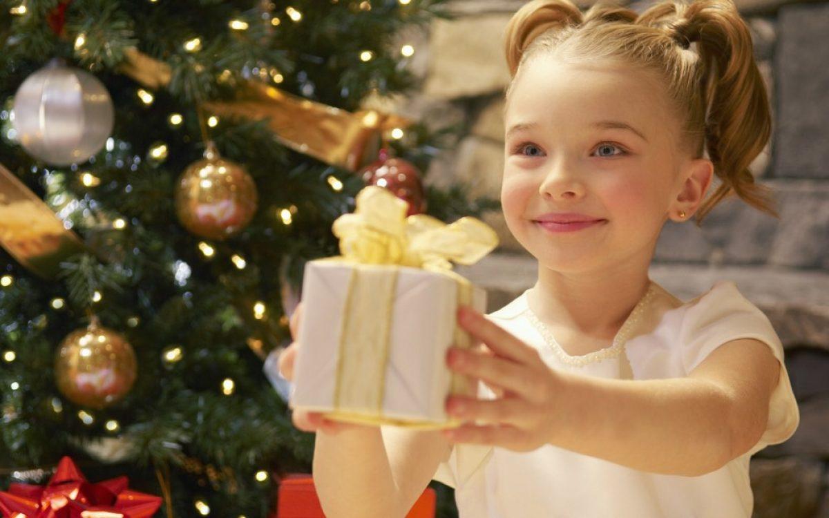 Ευγνωμοσύνη και γενναιοδωρία: βοηθήστε το παιδί σας να καλλιεργήσει τις πολύτιμες αυτές αρετές στις γιορτές!