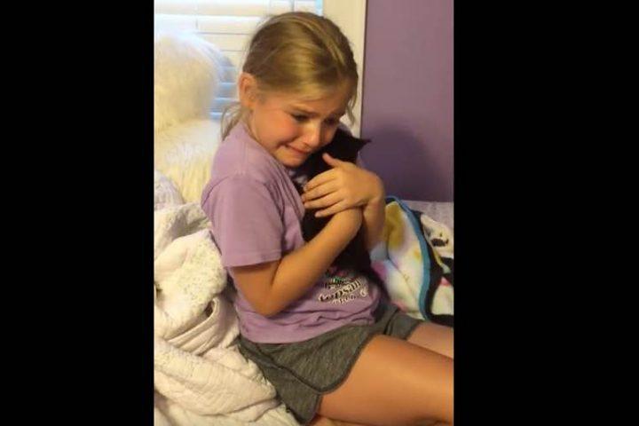 Η απίστευτη αντίδραση μιας μικρούλας όταν απέκτησε το γατάκι που τόσο ήθελε!
