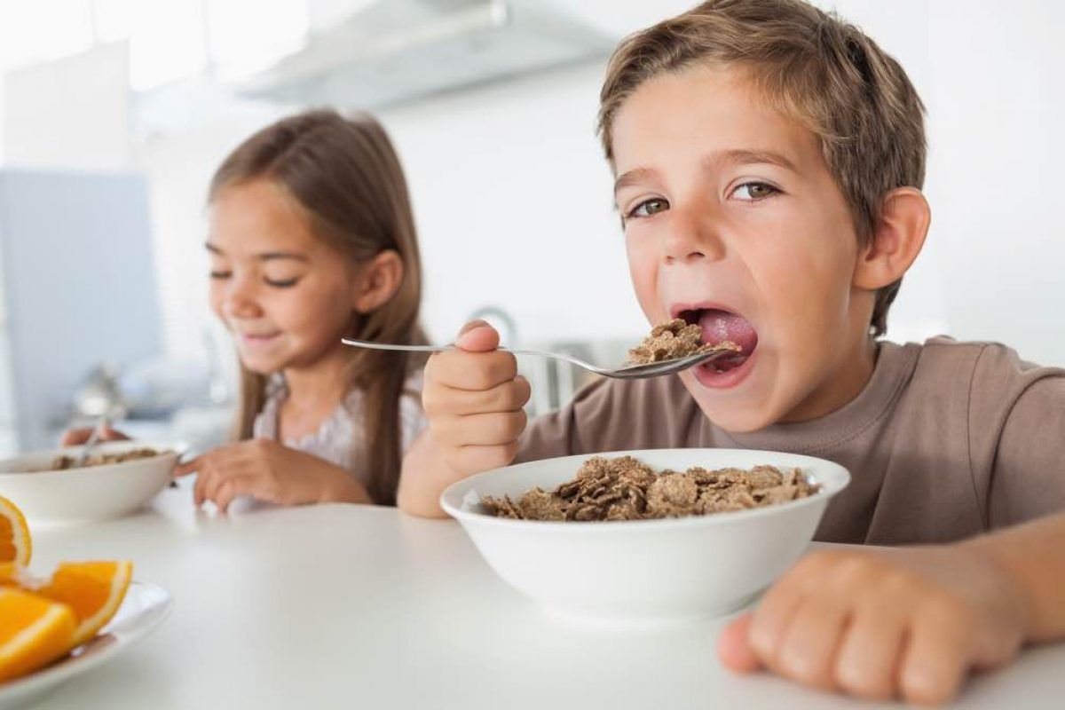Η ζάχαρη είναι το αλκοόλ των παιδιών -και όμως την αφήνουμε να κυριαρχεί σε κάθε πρωινό τους!
