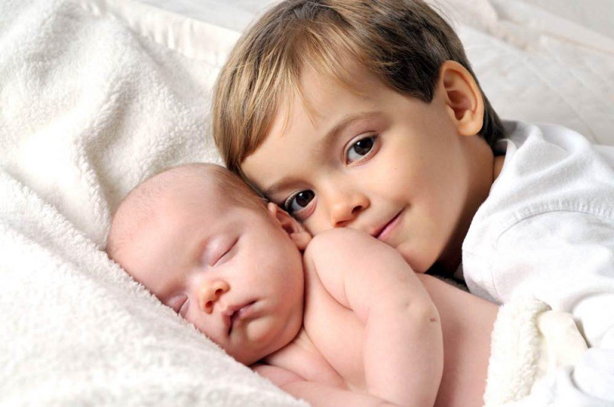 Πώς θα προετοιμάσουμε ένα μικρό παιδί να υποδεχτεί το αδερφάκι του;