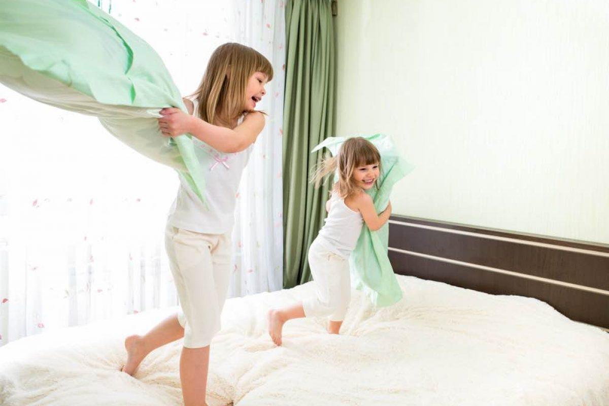 Γιατί τα παιδιά συμπεριφέρονται χειρότερα όταν η μαμά τους είναι τριγύρω;