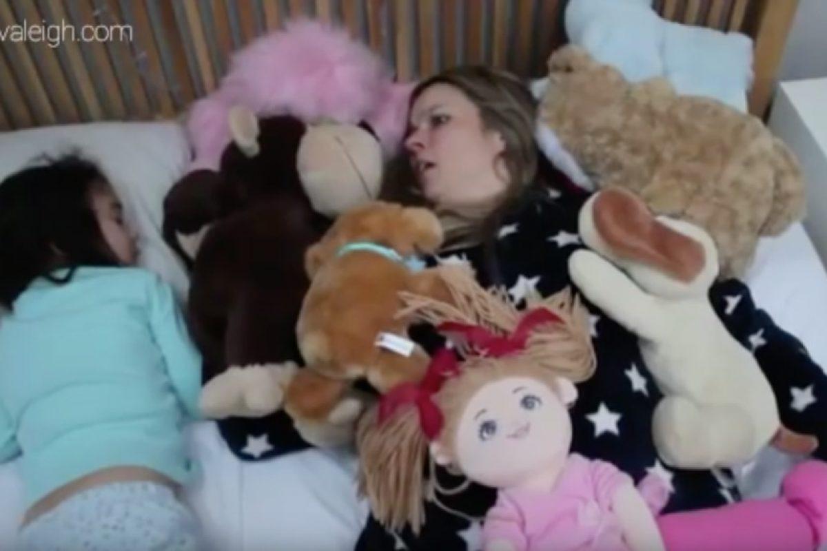 Βίντεο: Πώς είναι να μοιράζεσαι το κρεβάτι σου με το παιδί σου